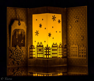 Vianočný pozdrav ako svietnik alebo svietnik ako vianočný pozdrav